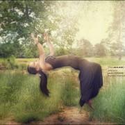 Stephanie Levitation Schwebefotos Parapsychologie Magie Heilig Maria Jesus Kirche Religion Taube Heiligen Schein Aliens entführen