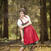 Neleta Model Aschaffenburg Elvira High Fashion Christine Kunkel Make-Up Nature Wald Bavarian Bayrisch Moos Portrait Dirndl Trachten