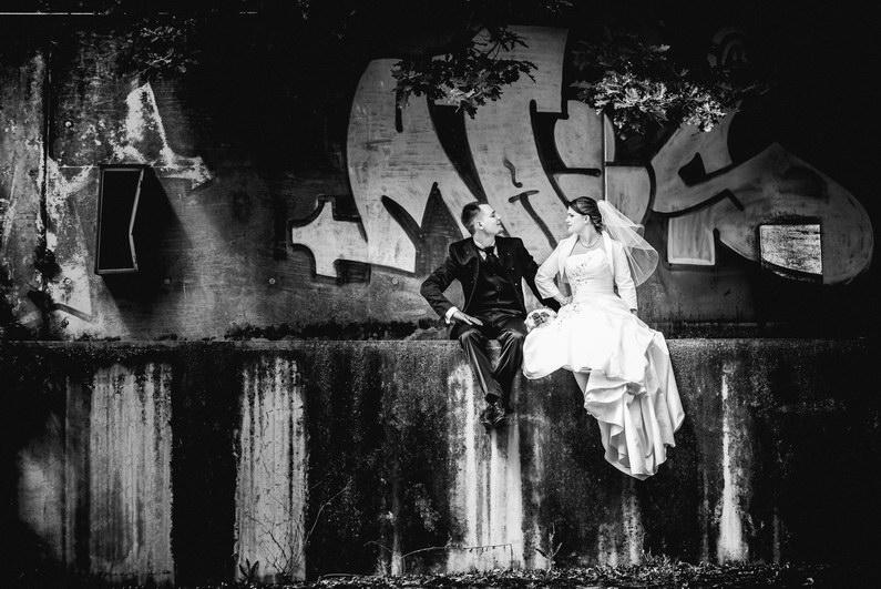 alte US Basis, Aschaffenburg, aufgegeben, bombenwetter, Fotografie, Frankfurt, Hochzeit, Hochzeiten, Hochzeitsbilder, Hochzeitsfotograf, Hochzeitsfotos, Hochzeitsmakeup, Hochzeitsreportage, Nilkheimer Park, profesionelle Hochzeitsbilder, professioneller Hochzeitsfotograf, Romantisch, Sonne, Sonnenstrahlen, Urbex, US Armee, verfallen, verlassen, Verträumt, Wald, Wedding (10)
