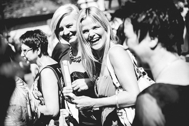 Aschaffenburg, Fotografie, Frankfurt, Hochzeit, Hochzeit bei Regen, Hochzeiten, Hochzeitsbilder, Hochzeitsfotograf, Hochzeitsfotos, Hochzeitsmakeup, Hochzeitsreportage, Park Schönbusch, profesionelle Hochzeitsbilder, professioneller Hochzeitsfotograf, Regenhochzeit, Regenwetter, Reportage, Romantisch, Schönbusch, See, Sektempfang, Sonnenstrahlen, süss, Verträumt, Vintage, Wedding (2)