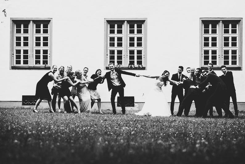 Aschaffenburg, Bessenbach, Fotografie, Frankfurt, Hochsommer, Hochzeit, Hochzeiten, Hochzeitsbilder, Hochzeitsfotograf, Hochzeitsfotos, Hochzeitsmakeup, Hochzeitsreportage, Hochzeitstorte, Johannesberg, Kirche, kirchliche Trauung, Luftballons, profesionelle Hochzeitsbilder, professioneller Hochzeitsfotograf, Regen, Regenhochzeit, Reportage, Rhein-Main-Gebiet, Romantisch, Schloß Weiler, Sektempfang, Sommerhochzeit, Sonnenstrahlen, süss, Verträumt, Vintage, Wedding, Weiler (9)