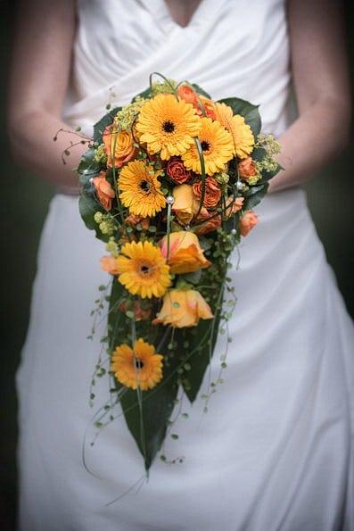 Armstrauß, Biedermeierstrauß, Brautjungfer, Brautkleid, Brautstrauß, Brautsträuße, Brautstraußwerfen, Bridal Bouquet, Hochzeit, Hochzeiten, Hochzeitsbilder, Hochzeitsfotograf, Hochzeitsfotos, Hochzeitsreportage, Kugelstrauß, profesionelle Hochzeitsbilder, professioneller Hochzeitsfotograf, Retro, Romantisch, Satinband, Satinbänder, Schleppe, Trend, Tropfenstrauß, USA, Verträumt, Vintage, Wasserfallstrauß, Waterfallbouquet, Wedding, Wurfstrauß, Zepterstrauß, Zweitstrauß (22)