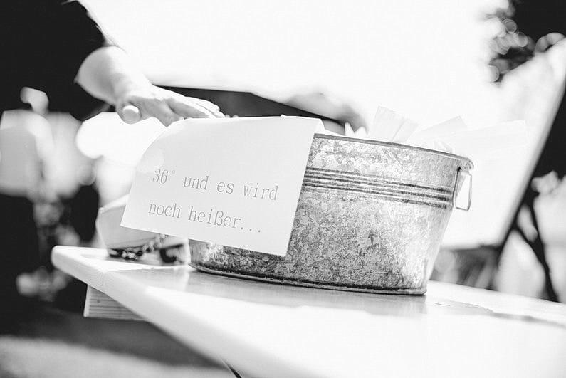 Aschaffenburg, Brautpaarbilder, Brautstrauß, Cocktails, Fotografie, Frankfurt, Gartenhochzeit, Großostheim, heimischer Garten, Hochzeit, Hochzeiten, Hochzeitsbilder, Hochzeitsfotograf, Hochzeitsfotos, Hochzeitsmakeup, Hochzeitsreportage, Pärchenfotos, Pool, professionelle Hochzeitsbilder, professioneller Hochzeitsfotograf, Romantisch, Sommer, Sommerhochzeit, Sonne, Sonnenschein, Sonnenstrahlen, Verträumt, Vintage, Wedding (18)
