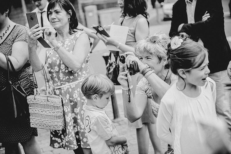 Aschaffenburg, Brautpaarbilder, Brautstrauß, Fotografie, Frankfurt, Garten, heimischer Garten, Hochzeit, Hochzeiten, Hochzeitsbilder, Hochzeitsfotograf, Hochzeitsfotos, Hochzeitsmakeup, Hochzeitsreportage, Natur, Pärchenfotos, Park, professionelle Hochzeitsbilder, professioneller Hochzeitsfotograf, Romantisch, Rothenbuch, Schloß, Schloßgarten, Sommer, Sommerhochzeit, Sonne, Sonnenschein, Sonnenstrahlen, Spechtshaardt, Spessart, Verträumt, Vintage, Wedding (18)