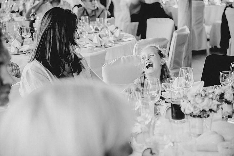 Aschaffenburg, Brautpaarbilder, Brautstrauß, Fotografie, Frankfurt, Garten, heimischer Garten, Hochzeit, Hochzeiten, Hochzeitsbilder, Hochzeitsfotograf, Hochzeitsfotos, Hochzeitsmakeup, Hochzeitsreportage, Natur, Pärchenfotos, Park, professionelle Hochzeitsbilder, professioneller Hochzeitsfotograf, Romantisch, Rothenbuch, Schloß, Schloßgarten, Sommer, Sommerhochzeit, Sonne, Sonnenschein, Sonnenstrahlen, Spechtshaardt, Spessart, Verträumt, Vintage, Wedding (31)