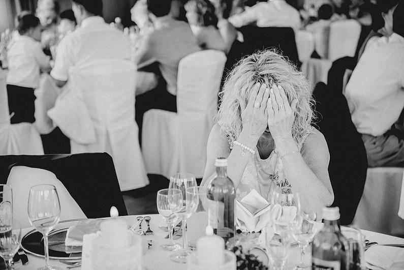 Aschaffenburg, Brautpaarbilder, Brautstrauß, Fotografie, Frankfurt, Garten, heimischer Garten, Hochzeit, Hochzeiten, Hochzeitsbilder, Hochzeitsfotograf, Hochzeitsfotos, Hochzeitsmakeup, Hochzeitsreportage, Natur, Pärchenfotos, Park, professionelle Hochzeitsbilder, professioneller Hochzeitsfotograf, Romantisch, Rothenbuch, Schloß, Schloßgarten, Sommer, Sommerhochzeit, Sonne, Sonnenschein, Sonnenstrahlen, Spechtshaardt, Spessart, Verträumt, Vintage, Wedding (33)