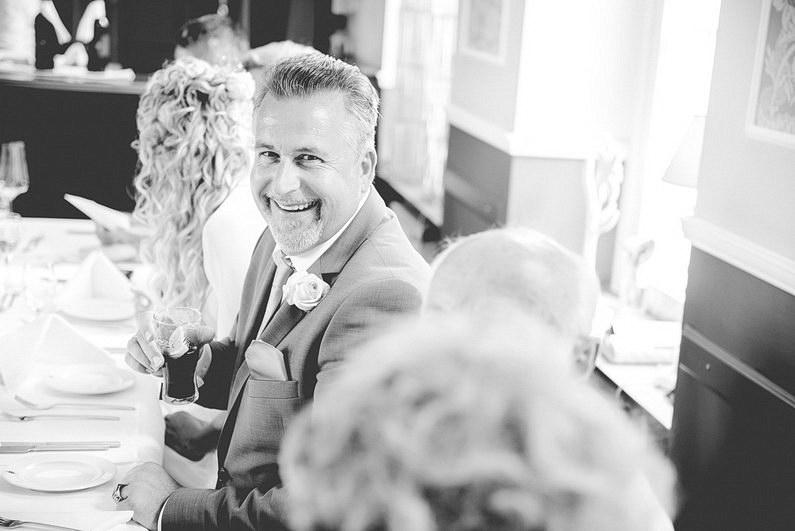 Aschaffenburg, Brautstrauß, Fotografie, Frankfurt, Hochzeit, Hochzeiten, Hochzeitsbilder, Hochzeitsfotograf, Hochzeitsfotos, Hochzeitsmakeup, Hochzeitsreportage, Nilkheimer Park, professionelle Hochzeitsbilder, professioneller Hochzeitsfotograf, Retro, Romantisch, Schönbusch, Sommer, Sonne, Sonnenschein, Sonnenstrahlen, Teufelsbrücke, Verträumt, Vintage, Wedding (20)