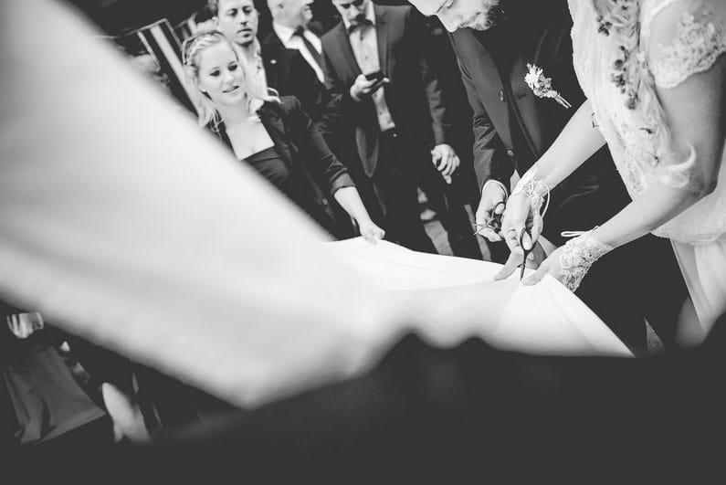 Allianz, Aschaffenburg, Brautstrauß, Fiat, Fiat 500 Oldtimer, Fotografie, Frankfurt, Fussball, Großostheim, Hochzeit, Hochzeiten, Hochzeitsbilder, Hochzeitsfotograf, Hochzeitsfotos, Hochzeitsmakeup, Hochzeitsreportage, Jaguar, Marcel Schäfer, Oberbessenbach, profesionelle Hochzeitsbilder, professioneller Hochzeitsfotograf, Regen, Regenhochzeit, Reportage, Rhein-Main-Gebiet, Rolls-Royce, Romantisch, Sektempfang, Standesamt, Verträumt, VfL Wolfsburg, Vintage, Wedding (22)
