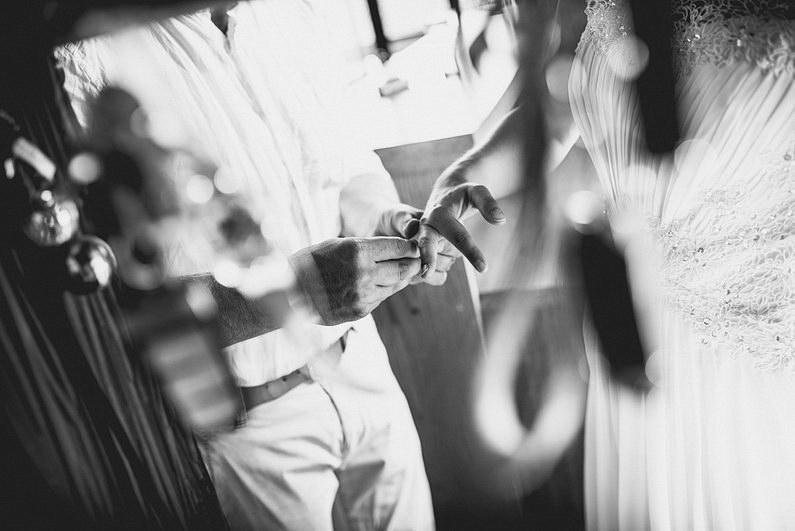 Aschaffenburg, Bohem, Bohemian, Fotografie, Frankfurt, Großostheim, Heimbuchenthal, Hochzeit, Hochzeiten, Hochzeitsbilder, Hochzeitsfotograf, Hochzeitsfotos, Hochzeitsmakeup, Hochzeitsreportage, Hut, Idylle, Idyllisch, profesionelle Hochzeitsbilder, professioneller Hochzeitsfotograf, Reportage, Rhein-Main-Gebiet, Romantisch, Sektempfang, Spessart, Standesamt, Verträumt, Vintage, Wedding (5)
