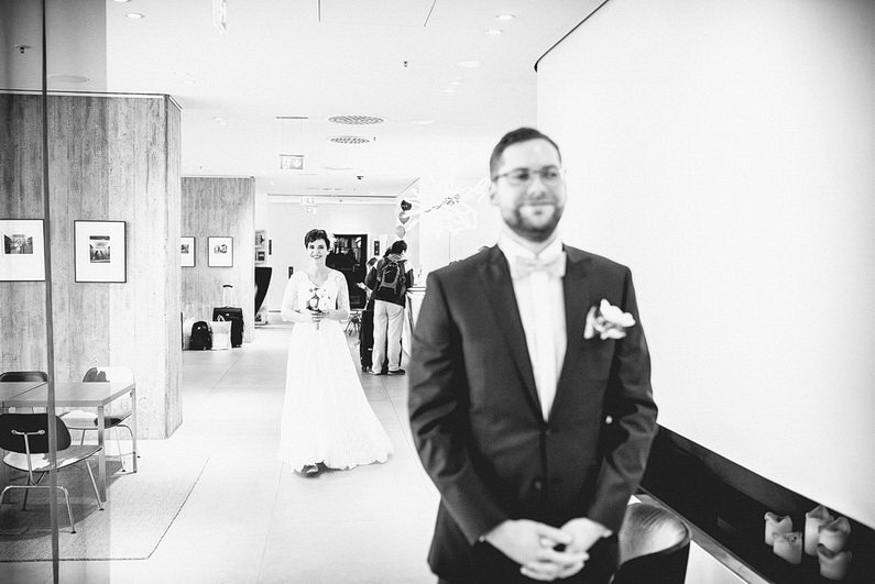 Bankenviertel, Fotografie, Frankfurt, Frankfurt City, Frankfurter Botschaft, Hochzeit, Hochzeiten, Hochzeitsbilder, Hochzeitsfotograf, Hochzeitsfotos, Hochzeitsmakeup, Hochzeitsreportage, nerdig, profesionelle Hochzeitsbilder, professioneller Hochzeitsfotograf, Reportage, Romantisch, Schatz-wir-heiraten, Simone Pfundstein, Skyline, Sonnenstrahlen, Star Wars, süss, Verträumt, Wedding, Wyndham Hotel (18)