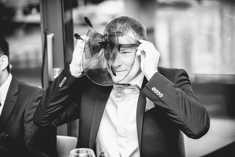 Bankenviertel, Fotografie, Frankfurt, Frankfurt City, Frankfurter Botschaft, Hochzeit, Hochzeiten, Hochzeitsbilder, Hochzeitsfotograf, Hochzeitsfotos, Hochzeitsmakeup, Hochzeitsreportage, nerdig, profesionelle Hochzeitsbilder, professioneller Hochzeitsfotograf, Reportage, Romantisch, Schatz-wir-heiraten, Simone Pfundstein, Skyline, Sonnenstrahlen, Star Wars, süss, Verträumt, Wedding, Wyndham Hotel (43)