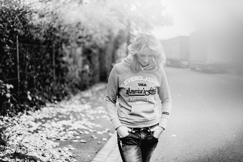 Black and White, Fotografie, Frankfurt, Großostheim, nachdenklich, Portfolio, Portrait, Project, Projekt, Schauspieler, Schauspielerin, Schwarz-Weiß, Schwarzweiß, street, street photography, streetphotography, streetstyle, Vita (7)