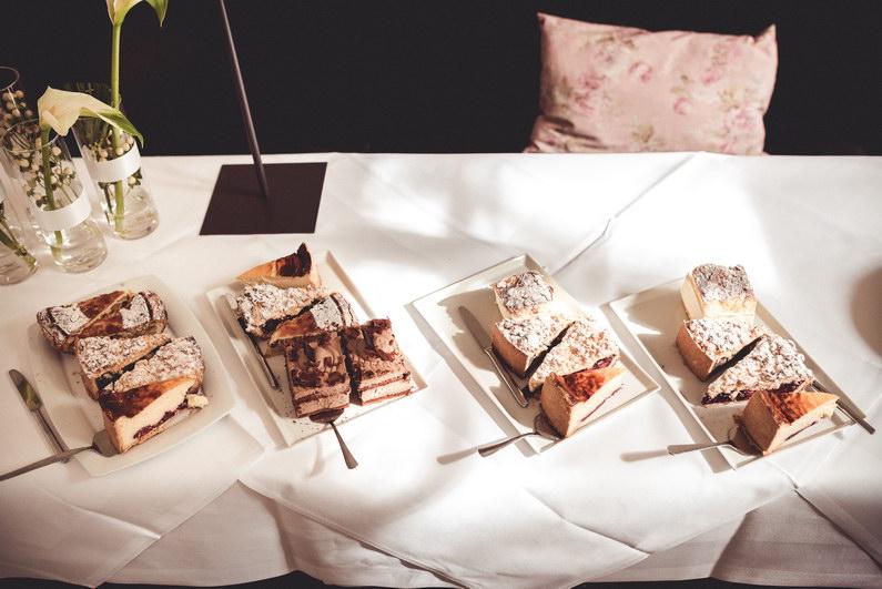 Aschaffenburg, Aschaffenburger Hafen, Bavaria Kran, Brautstrauß, Fotografie, Frankfurt, Hafen, Hochzeit, Hochzeiten, Hochzeitsbilder, Hochzeitsfotograf, Hochzeitsfotos, Hochzeitsmakeup, Hochzeitsreportage, professionelle Hochzeitsbilder, professioneller Hochzeitsfotograf, Romantisch, Schönbusch, Sommer, Sonne, Sonnenschein, Sonnenstrahlen, Teufelsbrücke, Urban, Verträumt, Wedding (2)