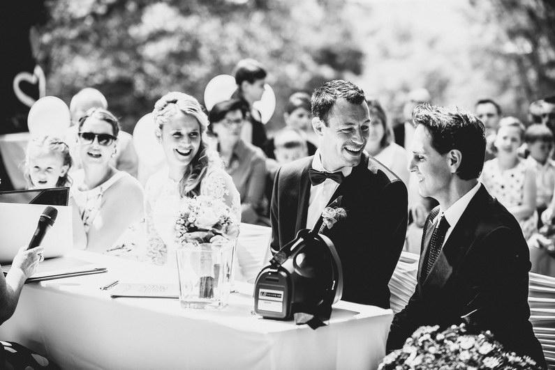 Aschaffenburg, Braut, Bräutigam, Brautstrauß, Brautstraussliebe, First Look, Fotografie, freie Trauung, Hochzeit, Hochzeiten, Hochzeitsbilder, Hochzeitsfotograf, Hochzeitsfotos, Hochzeitsmakeup, Hochzeitsreportage, Männerballett, Party, profesionelle Hochzeitsbilder, professioneller Hochzeitsfotograf, Reportage, Rhein-Main-Gebiet, Romantisch, Rothenbuch, Sand, Sandstrand, Schloss Johannisburg, Schloßpark, Sommerhochzeit, Spechtshaardt, Strand, Strandhochzeit, Unter freiem Himmel, Wedding (15)