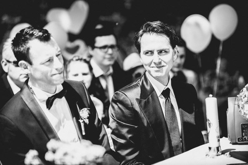 Aschaffenburg, Braut, Bräutigam, Brautstrauß, Brautstraussliebe, First Look, Fotografie, freie Trauung, Hochzeit, Hochzeiten, Hochzeitsbilder, Hochzeitsfotograf, Hochzeitsfotos, Hochzeitsmakeup, Hochzeitsreportage, Männerballett, Party, profesionelle Hochzeitsbilder, professioneller Hochzeitsfotograf, Reportage, Rhein-Main-Gebiet, Romantisch, Rothenbuch, Sand, Sandstrand, Schloss Johannisburg, Schloßpark, Sommerhochzeit, Spechtshaardt, Strand, Strandhochzeit, Unter freiem Himmel, Wedding (16)