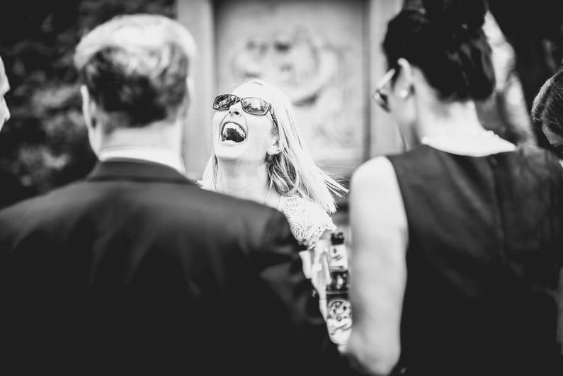 Aschaffenburg, Braut, Bräutigam, Brautstrauß, Brautstraussliebe, First Look, Fotografie, freie Trauung, Hochzeit, Hochzeiten, Hochzeitsbilder, Hochzeitsfotograf, Hochzeitsfotos, Hochzeitsmakeup, Hochzeitsreportage, Männerballett, Party, profesionelle Hochzeitsbilder, professioneller Hochzeitsfotograf, Reportage, Rhein-Main-Gebiet, Romantisch, Rothenbuch, Sand, Sandstrand, Schloss Johannisburg, Schloßpark, Sommerhochzeit, Spechtshaardt, Strand, Strandhochzeit, Unter freiem Himmel, Wedding (25)