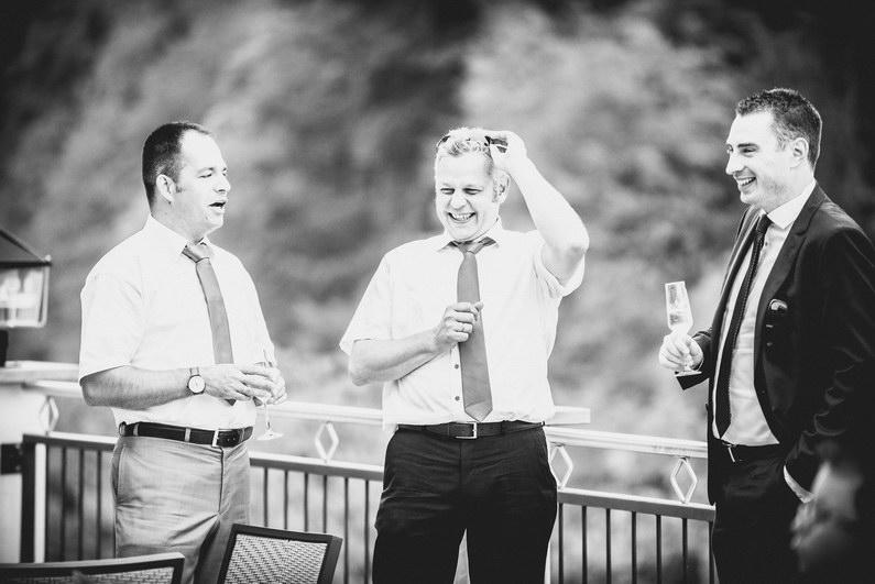 Aschaffenburg, Braut, Bräutigam, Brautstrauß, Brautstraussliebe, First Look, Fotografie, freie Trauung, Hochzeit, Hochzeiten, Hochzeitsbilder, Hochzeitsfotograf, Hochzeitsfotos, Hochzeitsmakeup, Hochzeitsreportage, Männerballett, Party, profesionelle Hochzeitsbilder, professioneller Hochzeitsfotograf, Reportage, Rhein-Main-Gebiet, Romantisch, Rothenbuch, Sand, Sandstrand, Schloss Johannisburg, Schloßpark, Sommerhochzeit, Spechtshaardt, Strand, Strandhochzeit, Unter freiem Himmel, Wedding (27)