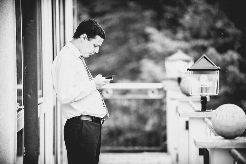 Aschaffenburg, Braut, Bräutigam, Brautstrauß, Brautstraussliebe, First Look, Fotografie, freie Trauung, Hochzeit, Hochzeiten, Hochzeitsbilder, Hochzeitsfotograf, Hochzeitsfotos, Hochzeitsmakeup, Hochzeitsreportage, Männerballett, Party, profesionelle Hochzeitsbilder, professioneller Hochzeitsfotograf, Reportage, Rhein-Main-Gebiet, Romantisch, Rothenbuch, Sand, Sandstrand, Schloss Johannisburg, Schloßpark, Sommerhochzeit, Spechtshaardt, Strand, Strandhochzeit, Unter freiem Himmel, Wedding (30)
