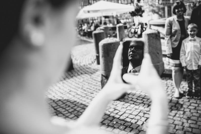 After Wedding, After-Wedding-Shooting, Aschaffenburg, Baumstammsägen, Braut, Bräutigam, Brautstrauß, Brautstraussliebe, Feuerwehr, First Look, Fotografie, freiwillige Feuerwehr, Goldene Krone, Groß-Umstadt, Großostheim, Herz ausschneiden, Hochzeit, Hochzeiten, Hochzeitsbilder, Hochzeitsfotograf, Hochzeitsfotos, Hochzeitsmakeup, Hochzeitsreportage, Kirche, kirchliche Trauung, Party, Pfarrer, profesionelle Hochzeitsbilder, professioneller Hochzeitsfotograf, Reportage, Rhein-Main-Gebiet, Romantisch, Rot, Schaafheim, Sommerhochzeit, Wedding (11)