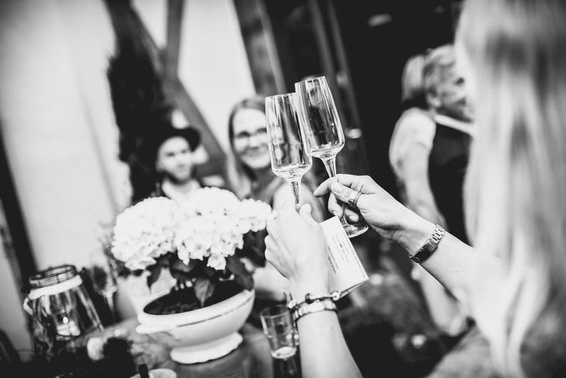 Aschaffenburg, Aschaffenburger Hafen, Bierliebe, Braut, Bräutigam, Fotografie, Gotisches Haus, Großostheim, Hafen, Hochzeit, Hochzeiten, Hochzeitsbilder, Hochzeitsfotograf, Hochzeitsfotos, Hochzeitsmakeup, Hochzeitsreportage, profesionelle Hochzeitsbilder, professioneller Hochzeitsfotograf, Reportage, Rhein-Main-Gebiet, Romantisch, Sektempfang, Sommerhochzeit, Standesamt, standesamtliche Hochzeit, standesamtliche Trauung, Standesbeamter, Urban, Urbane Hochzeit, Wedding (11)