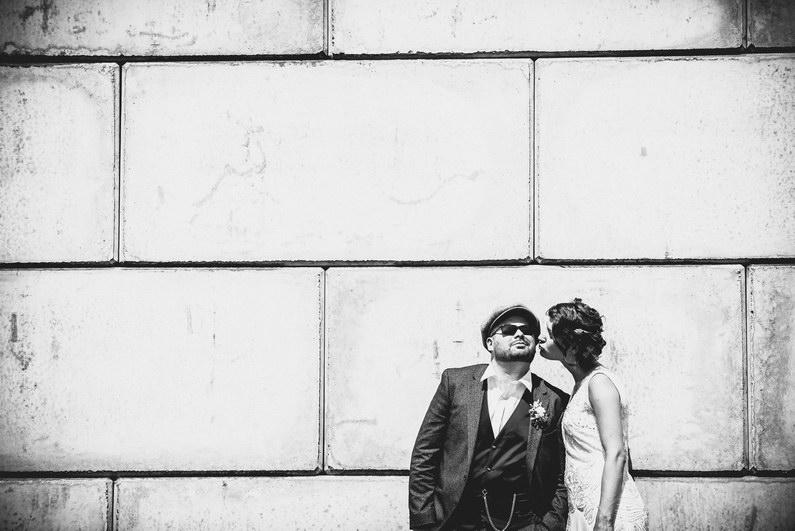 Aschaffenburg, Aschaffenburger Hafen, Bierliebe, Braut, Bräutigam, Fotografie, Gotisches Haus, Großostheim, Hafen, Hochzeit, Hochzeiten, Hochzeitsbilder, Hochzeitsfotograf, Hochzeitsfotos, Hochzeitsmakeup, Hochzeitsreportage, profesionelle Hochzeitsbilder, professioneller Hochzeitsfotograf, Reportage, Rhein-Main-Gebiet, Romantisch, Sektempfang, Sommerhochzeit, Standesamt, standesamtliche Hochzeit, standesamtliche Trauung, Standesbeamter, Urban, Urbane Hochzeit, Wedding (19)