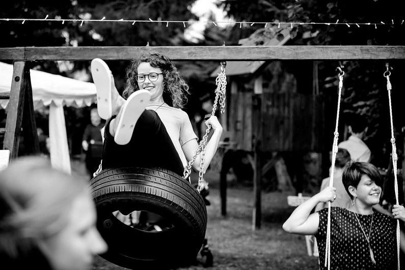 Aschaffenburg, Babenhausen, Braut, Bräutigam, Brautstrauß, Brautstraussliebe, Diana Bär, Fotografie, freie Trauung, Freudentränen, Gartenhochzeit, Getting Ready, Hochzeit, Hochzeiten, Hochzeitsbilder, Hochzeitsfotograf, Hochzeitsfotos, Hochzeitsliebe, Hochzeitsmakeup, Hochzeitsreportage, Idyllisch, profesionelle Hochzeitsbilder, professioneller Hochzeitsfotograf, Reportage, Rhein-Main-Gebiet, Romantisch, Sektempfang, Sommerhochzeit, Sonnenstrahlen, süss, Trauredner, unkonventionell, Verträumt, Wedding (58)