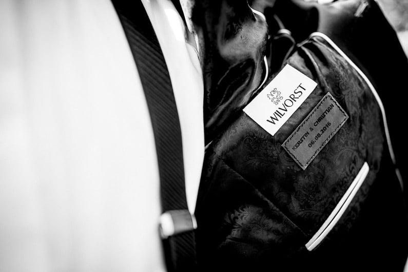 Aschaffenburg, Braut, Bräutigam, Brautstrauß, Brautstraussliebe, Deko, Dekoration, Fotografie, freie Trauung, Freudentränen, Glattbach, Hochzeit, Hochzeiten, Hochzeitsbilder, Hochzeitsdeko, Hochzeitsfotograf, Hochzeitsfotos, Hochzeitsliebe, Hochzeitsmakeup, Hochzeitsreportage, Idyllisch, locker, Manschettenknöpfe, Party, profesionelle Hochzeitsbilder, professioneller Hochzeitsfotograf, Reportage, Rhein-Main-Gebiet, Ringe, Romantisch, See, Seehotel Niedernberg, Sektempfang, Sommerhochzeit, Sonnenstrahlen, Star Wars Motto, süss, Trauredner, unkonventionell, Verträumt, Wedding — (31)