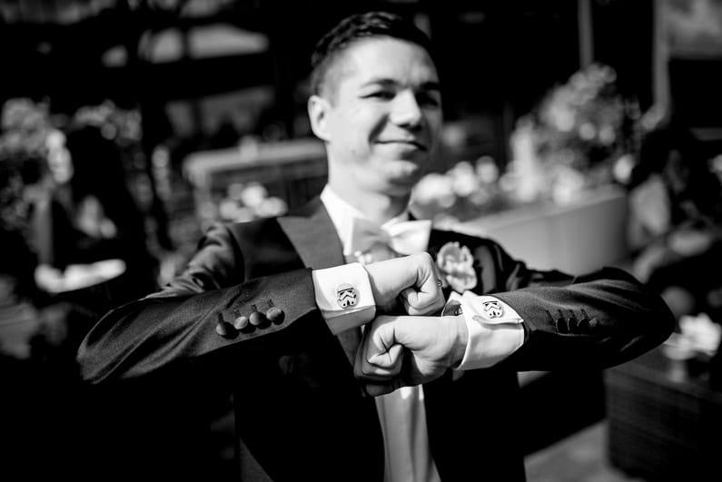 Aschaffenburg, Braut, Bräutigam, Brautstrauß, Brautstraussliebe, Deko, Dekoration, Fotografie, freie Trauung, Freudentränen, Glattbach, Hochzeit, Hochzeiten, Hochzeitsbilder, Hochzeitsdeko, Hochzeitsfotograf, Hochzeitsfotos, Hochzeitsliebe, Hochzeitsmakeup, Hochzeitsreportage, Idyllisch, locker, Manschettenknöpfe, Party, profesionelle Hochzeitsbilder, professioneller Hochzeitsfotograf, Reportage, Rhein-Main-Gebiet, Ringe, Romantisch, See, Seehotel Niedernberg, Sektempfang, Sommerhochzeit, Sonnenstrahlen, Star Wars Motto, süss, Trauredner, unkonventionell, Verträumt, Wedding — (32)