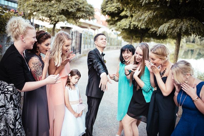 Aschaffenburg, Braut, Bräutigam, Brautstrauß, Brautstraussliebe, Deko, Dekoration, Fotografie, freie Trauung, Freudentränen, Glattbach, Hochzeit, Hochzeiten, Hochzeitsbilder, Hochzeitsdeko, Hochzeitsfotograf, Hochzeitsfotos, Hochzeitsliebe, Hochzeitsmakeup, Hochzeitsreportage, Idyllisch, locker, Manschettenknöpfe, Party, profesionelle Hochzeitsbilder, professioneller Hochzeitsfotograf, Reportage, Rhein-Main-Gebiet, Ringe, Romantisch, See, Seehotel Niedernberg, Sektempfang, Sommerhochzeit, Sonnenstrahlen, Star Wars Motto, süss, Trauredner, unkonventionell, Verträumt, Wedding — (48)