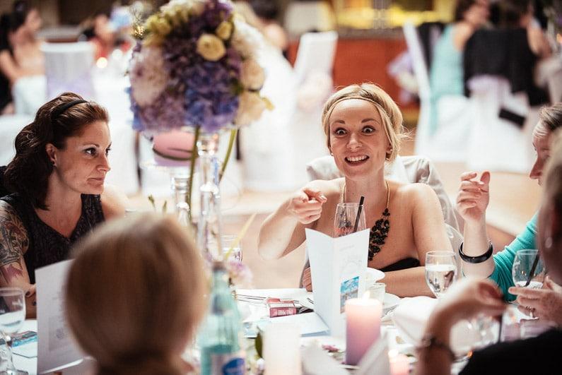 Aschaffenburg, Braut, Bräutigam, Brautstrauß, Brautstraussliebe, Deko, Dekoration, Fotografie, freie Trauung, Freudentränen, Glattbach, Hochzeit, Hochzeiten, Hochzeitsbilder, Hochzeitsdeko, Hochzeitsfotograf, Hochzeitsfotos, Hochzeitsliebe, Hochzeitsmakeup, Hochzeitsreportage, Idyllisch, locker, Manschettenknöpfe, Party, profesionelle Hochzeitsbilder, professioneller Hochzeitsfotograf, Reportage, Rhein-Main-Gebiet, Ringe, Romantisch, See, Seehotel Niedernberg, Sektempfang, Sommerhochzeit, Sonnenstrahlen, Star Wars Motto, süss, Trauredner, unkonventionell, Verträumt, Wedding — (57)