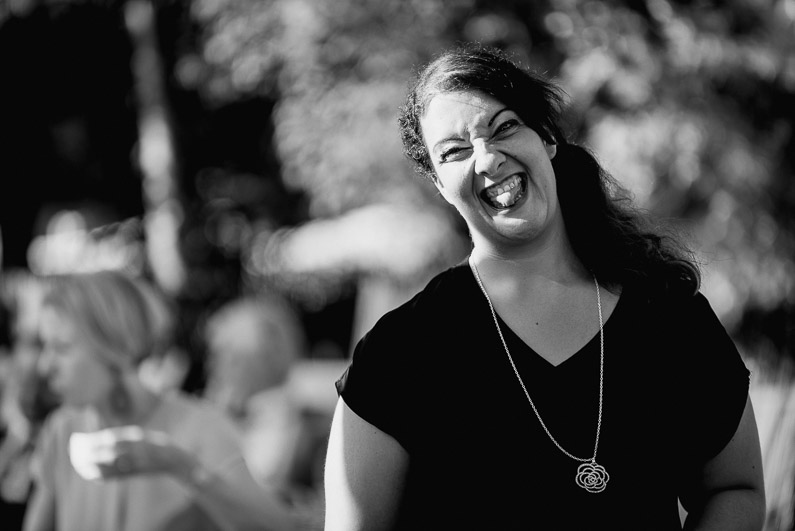 Braut, Bräutigam, Brautstrauß, Brautstraussliebe, Darmstadt, Deko, Dekoration, Fotografie, Frankfurt, freie Trauung, Freudentränen, Gärtnerrei Decher, Hochzeit, Hochzeiten, Hochzeitsbilder, Hochzeitsdeko, Hochzeitsfotograf, Hochzeitsfotos, Hochzeitsliebe, Hochzeitsmakeup, Hochzeitsreportage, Idyllisch, Karben, locker, Party, profesionelle Hochzeitsbilder, professioneller Hochzeitsfotograf, Reportage, Rhein-Main-Gebiet, Ringe, Romantisch, See, Sektempfang, Sommerhochzeit, Sonnenstrahlen, süss, Trauredner, unkonventionell, Verträumt, Wedding (38)