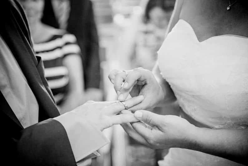 Aschaffenburg, Braut, Bräutigam, Bully, Fotografie, Gotisches Haus, Großostheim, Hochzeit, Hochzeiten, Hochzeitsbilder, Hochzeitsfotograf, Hochzeitsfotos, Hochzeitsmakeup, Hochzeitsreportage, profesionelle Hochzeitsbilder, professioneller Hochzeitsfotograf, Reportage, Rhein-Main-Gebiet, Romantisch, Sektempfang, Sommerhochzeit, Standesamt, standesamtliche Hochzeit, standesamtliche Trauung, Standesbeamter, VW, Wedding (27)