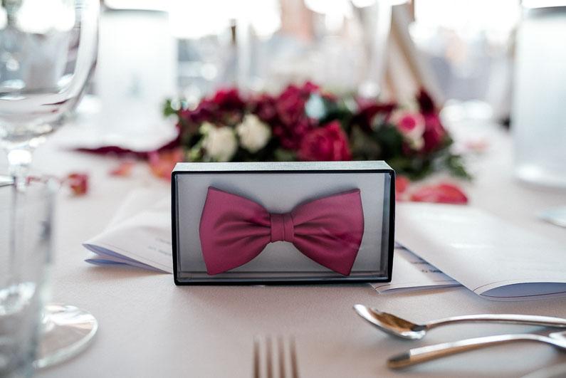 Fliege Männer Hochzeit Besteck Blumen pink Gläser Tisch Geschenk