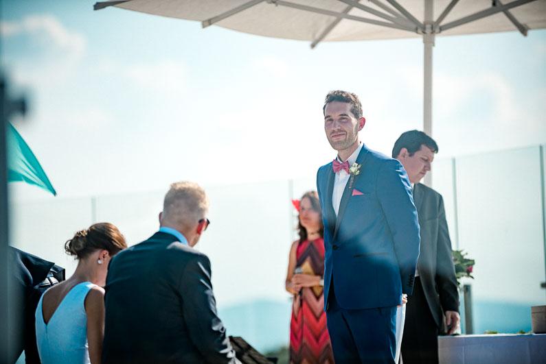Bräutigam Männer Gäste Sonnenschirm heiß Frauen Kleider Hochzeit