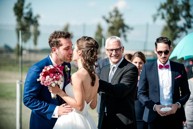 Kuss Liebe Trauung Gäste Vater Brautstrauß Mann&Frau Ringe Harmonie