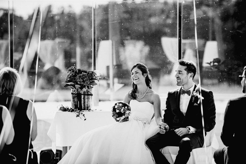 Rede Freude Stimmung Harmonie Blumen Brautpaar Hochzeit schwarz weiß