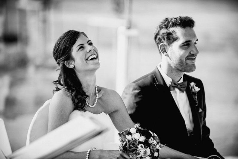 Frau Braut lachen Mann Bräutigam Brautstrauß Stimmung Freude Liebe Harmonie