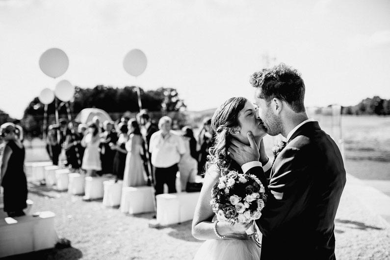 Kuss Liebe Mann&Frau Hochzeit Bündnis Luftballons freie Trauung Blumenstrauß