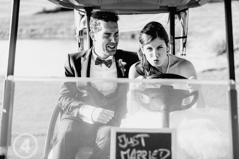 Spaß lustig rasen Auto Angst Shooting Brautpaar Mann Frau Joke Fotografie