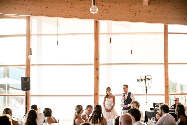 Holz Decke Lampen Leuchten Gäste Rede Hochzeit Feier Braut Bräutigam