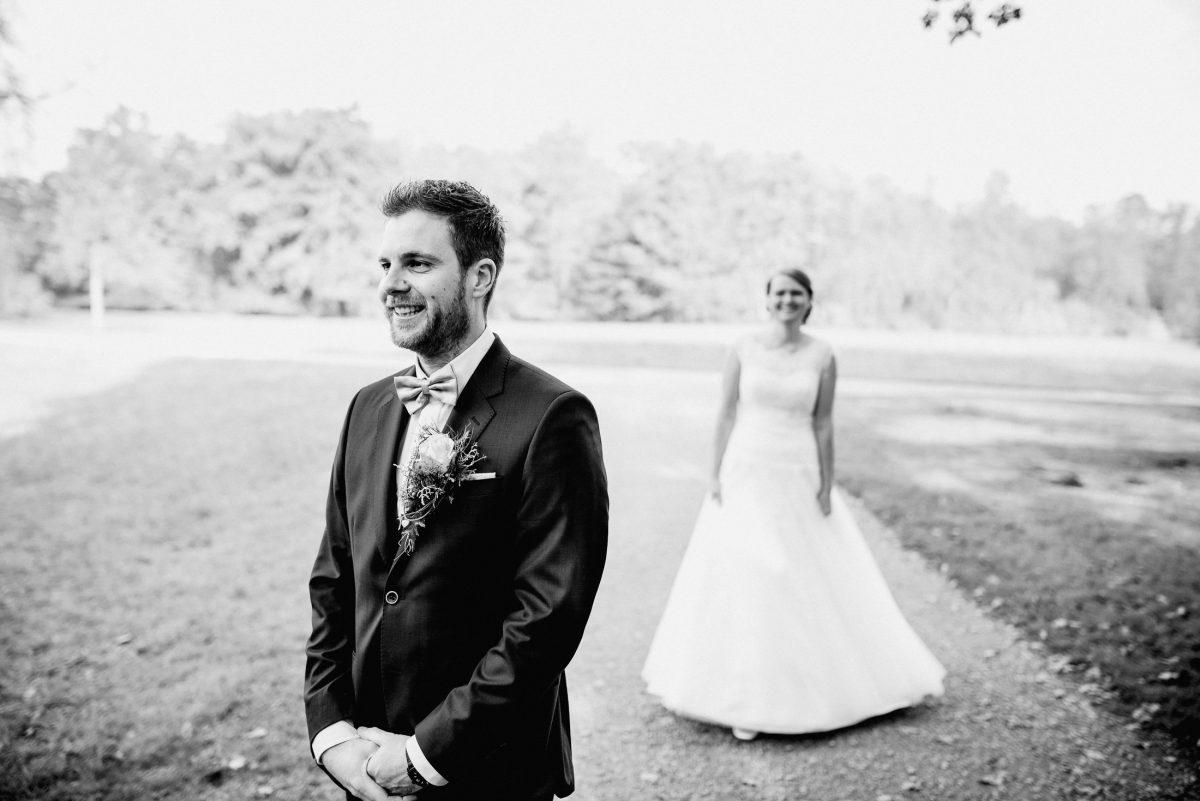 Braut Bräutigam Kleid Anzug Freude Aufregung erster Moment Sommer warm