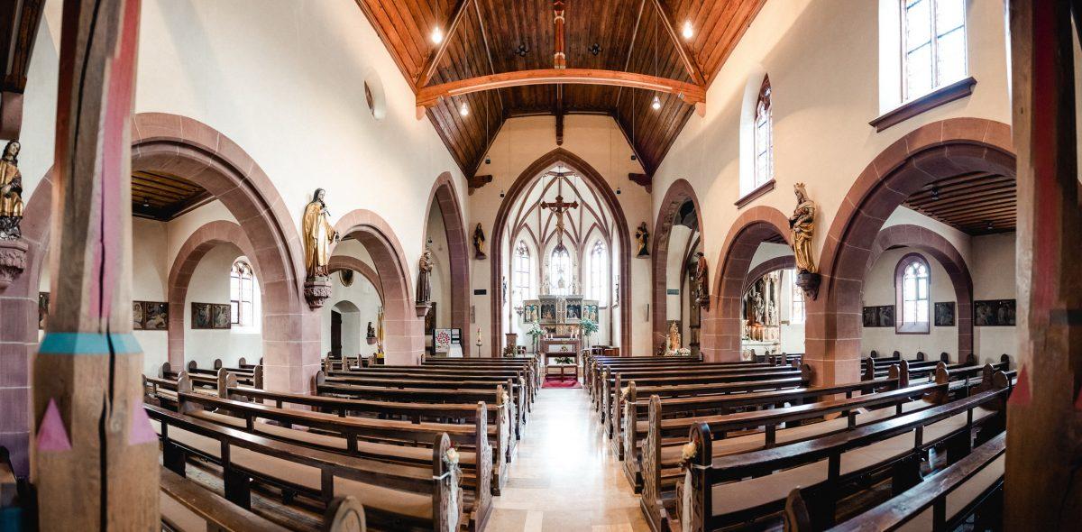 Kirche Holz Hochzeit Religion Lichter Trauung Kreuz Bänke