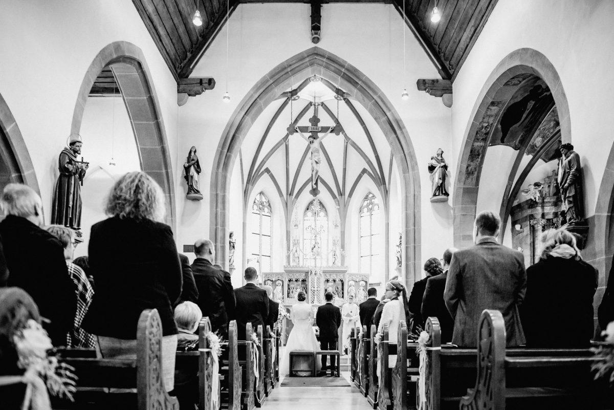 Kirche Trauung Momente Ehe Bündnis Bänke Gäste Kinder Religion