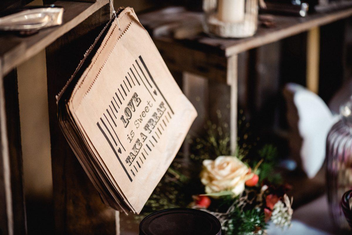Liebe süß Spruch Papier Blumenstrauß Holz Hochzeit  schön Erinnerungen