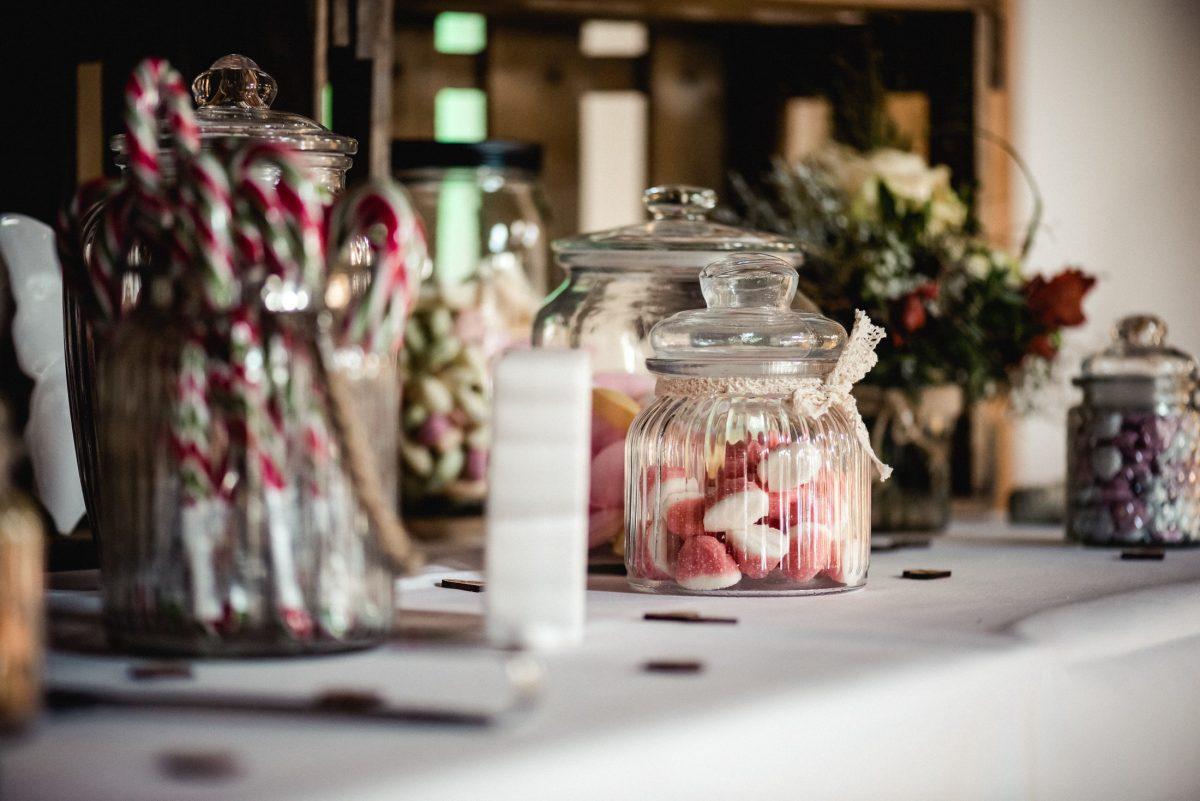Süßigkeiten Zucker Gläser Dekoration Tisch Blumen Herze Stangen Snack