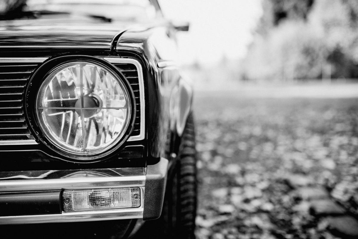 Auto Licht Glas Kühlergrill Oldtimer Reifen Seite schwarz weiß Glanz