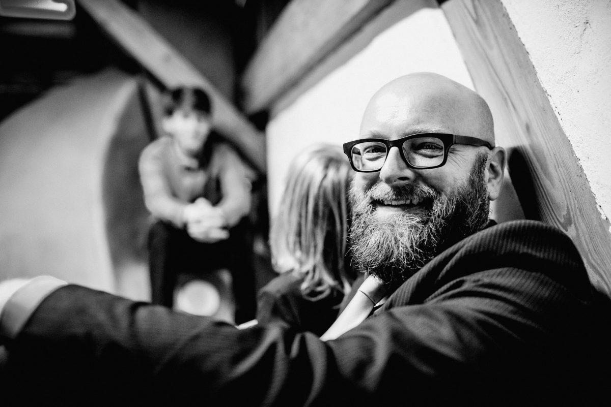 Mann Bart Brille lachen Kinder Jungs Anzug Hemd Krawatte Glatze