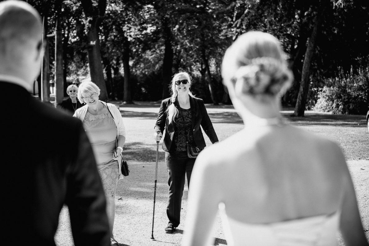 Gäste Blindenstock Frauen Braut Bräutigam Hochzeit Freude Empfang
