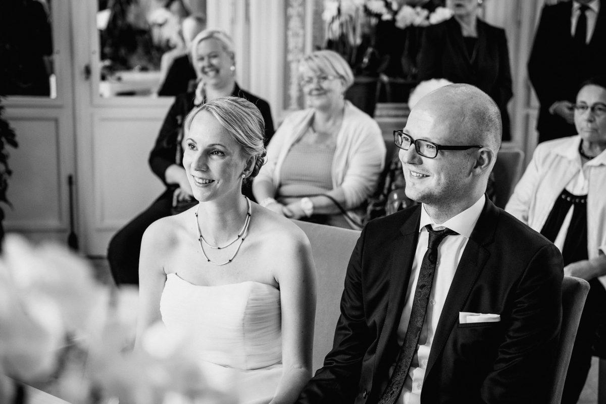 Standesamt Hochzeit Aschaffenburg Gäste Brautpaar Trauung Rede lachen