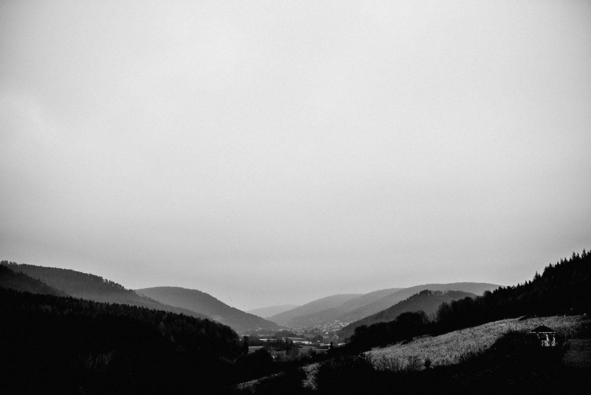Armorbach Deutschland Landschaft Hügel Wälder Wiesen Winter schön Dorf